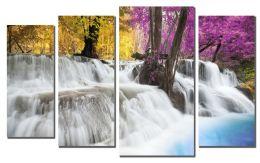 Пенные струи водопада