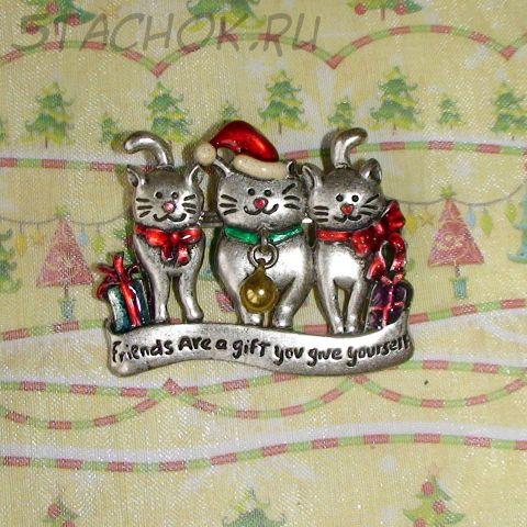 """Брошь """"Рождественские котики с подарками"""" под олово, эмаль"""