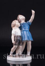 """""""Киньте мячик!"""", девочка и мальчик, Bing & Grondahl, Дания, 1950-60 гг."""