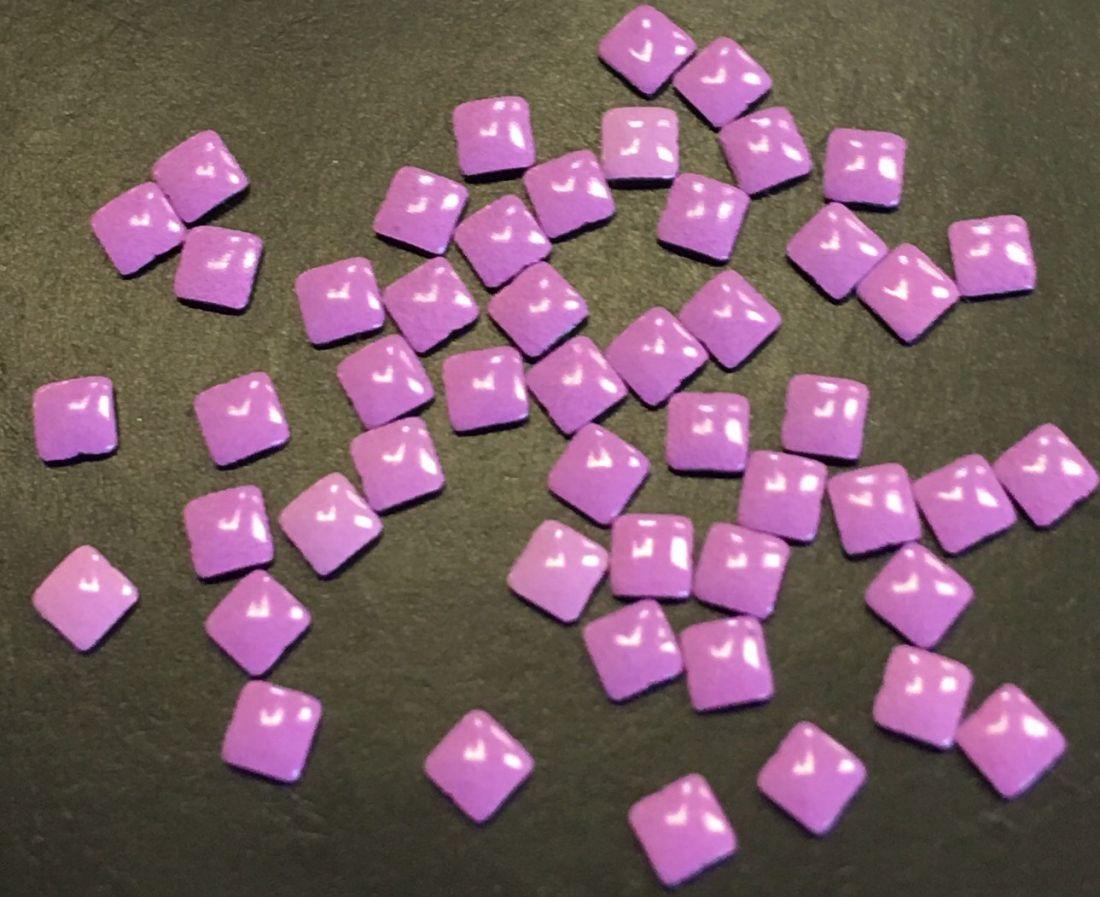 Квадрат пластиковый для дизайна 2мм*2мм (фиолетовый) 50шт