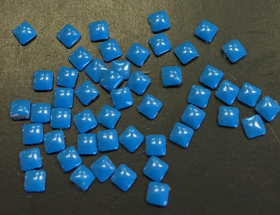 Квадрат пластиковый для дизайна 2мм*2мм (голубой) 50шт