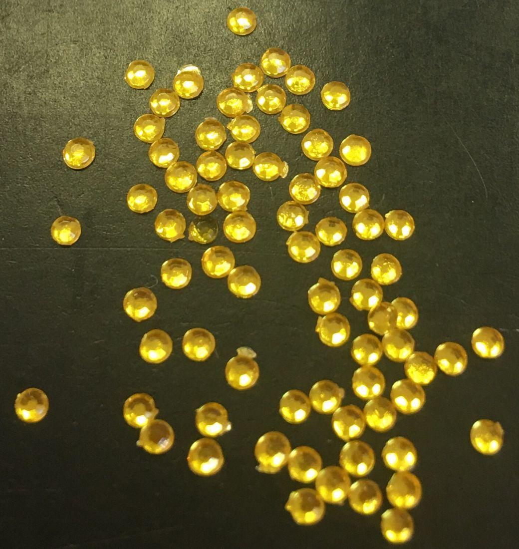 Стразы пластиковые круглые 1,5мм уп/70шт (желтые)