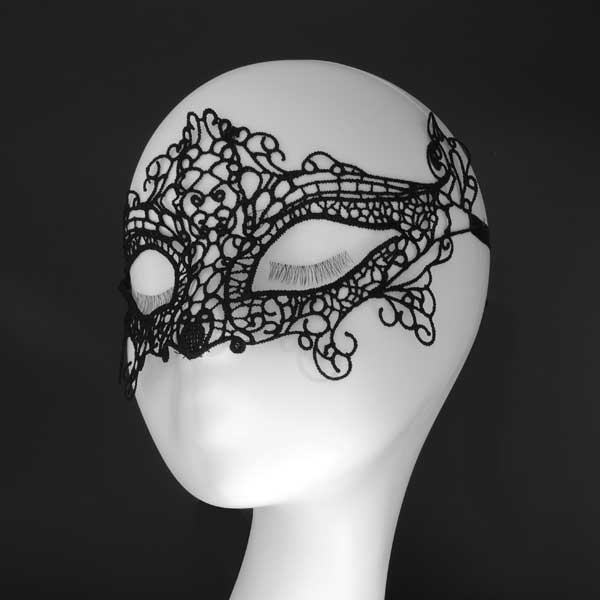 Изысканная женская кружевная маска