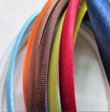 Цветной пластмассовый ободок