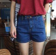 Джинсовые шорты в стили mom jeans