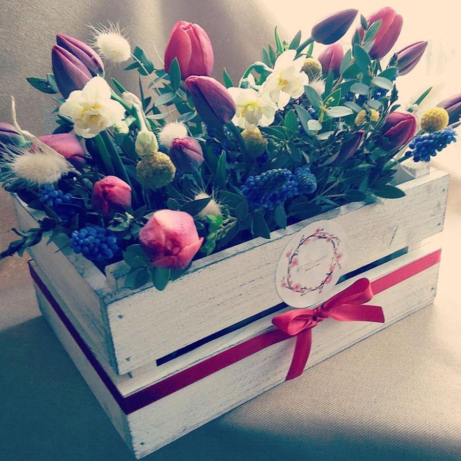 Ящичек со свежими цветами