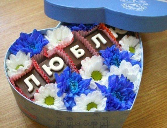 """Цветы в коробке """"Просто люблю"""""""