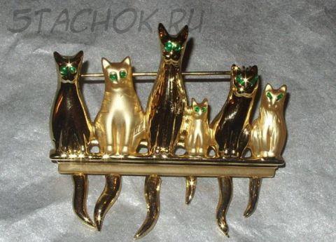 """Брошь """"Кошки в ряд"""" под золото"""