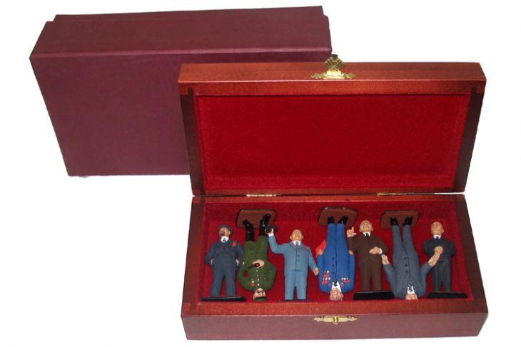 """Набор миниатюр в деревянной шкатулке """"Люди, похожие на ...."""" (7 фигур)"""