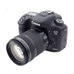 Canon EOS 7D Mark II kit 18-135 MM  IS