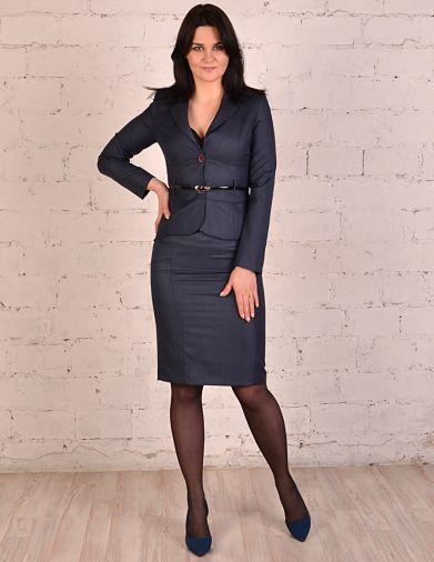 Классический костюм с юбкой темно-синего цвета