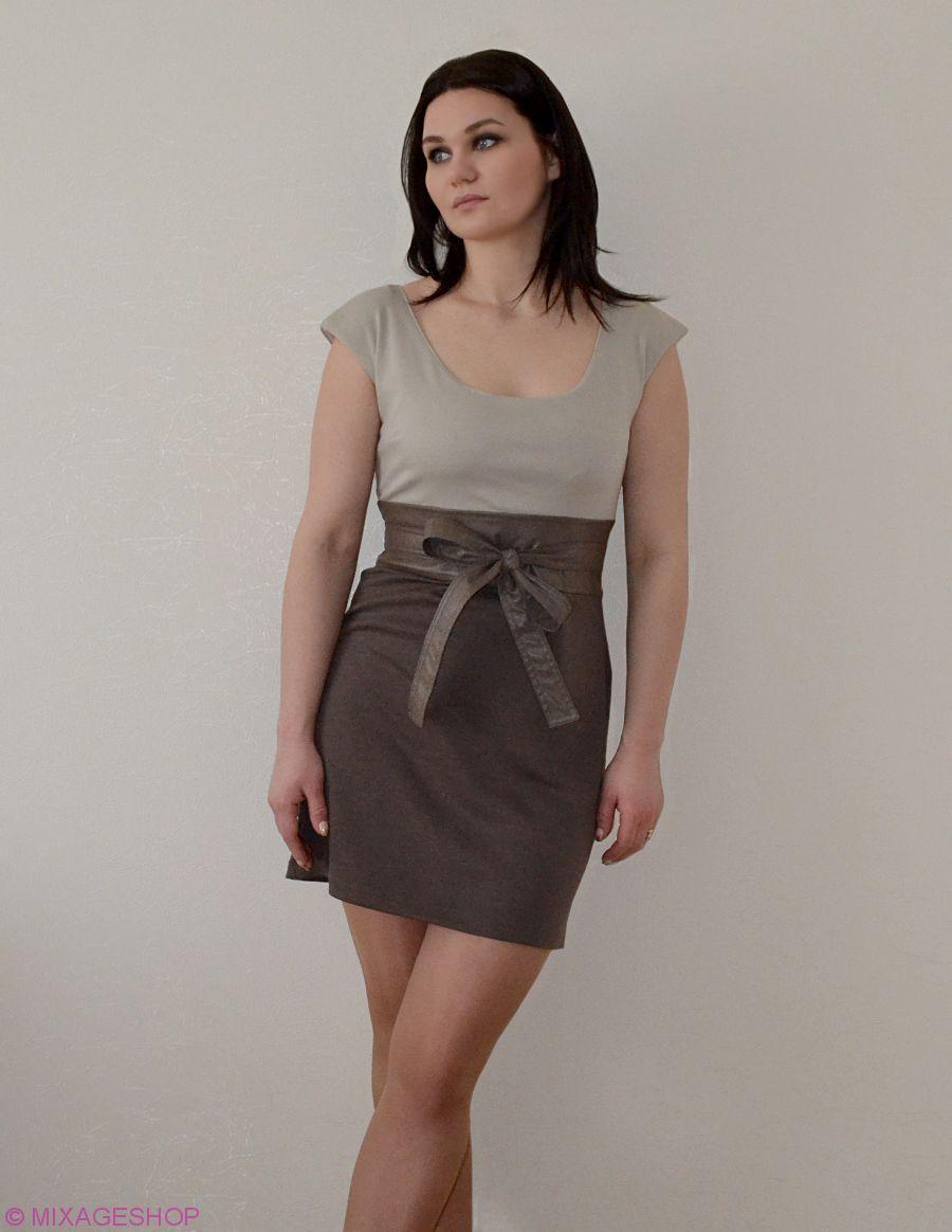 Платье трикотажное с вшитым поясом из экокожи