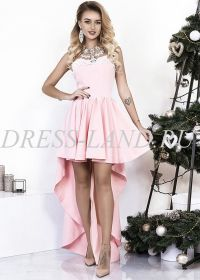 Розовое платье с юбкой разной длины