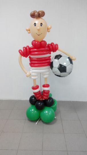 Футболист фигура из шаров