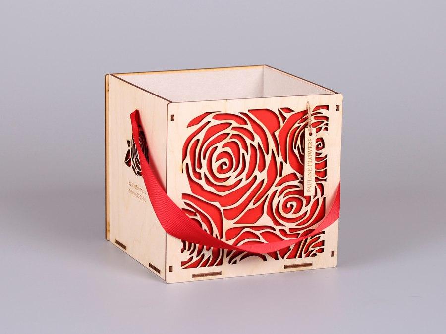 Коробка для цветов с лентой
