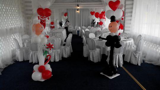 Оформление свадьбы красно-белое
