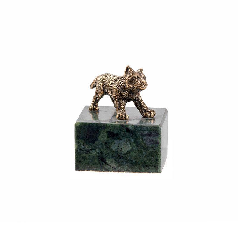 "Статуэтка ""Волчонок стоящий"" на камне"