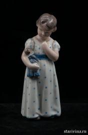 Девочка с куклой. Royal Copenhagen, Дания