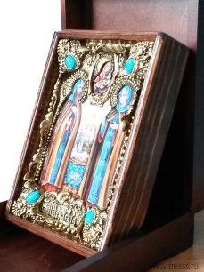 """Икона """"Петр и Феврония, муромские"""" 14 х 19 см. в киоте, роспись по дереву, самоцветы"""
