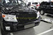 Решетка радиатора с отверстием под штатную камеру (Тип 3 Черный металлик 208) для Toyota Land Cruiser 200 2012-