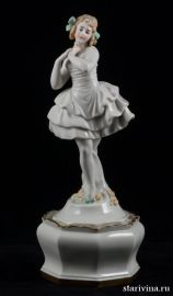 Балерина в белом платье на пьедестале. Volkstedt, Германия. 1915-36 гг., артикул 00355