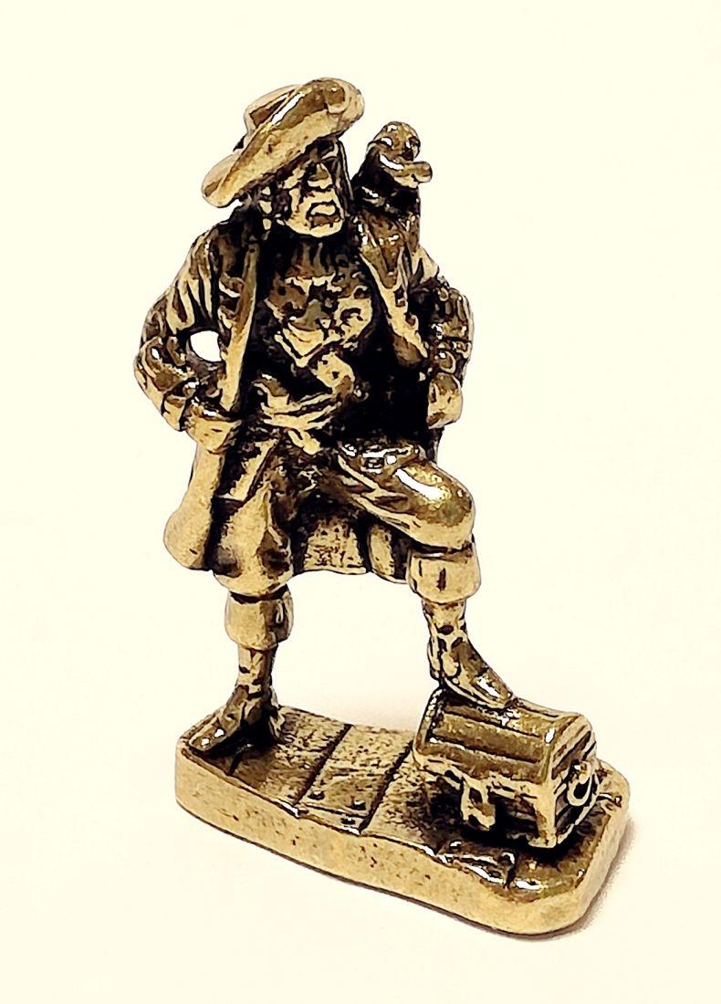 Фигурка Пират с сундуком