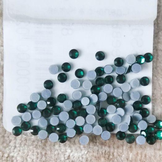 Стразы стеклянные клеевые, цвет Изумруд