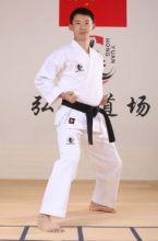 Кимоно для карате с белым поясом