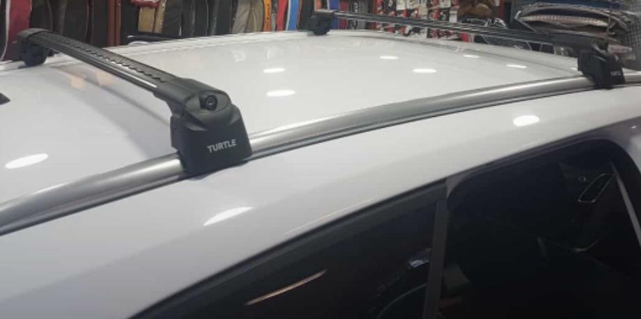 Багажник на крышу Ford Focus 3 sw universal 2011-..., Turtle Air 2, аэродинамические дуги на интегрированные рейлинги (черный цвет)