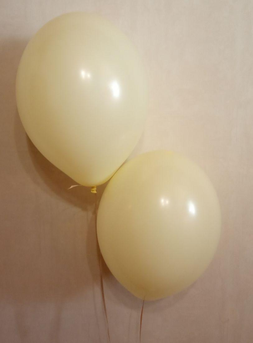 Лимонный макарунс латексный шар с гелием