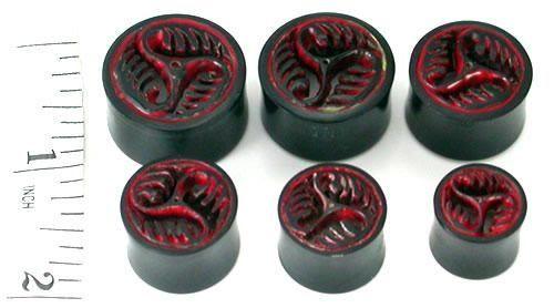 Плаги Рог. Trinity Carved with Teeth Painted Red Horn