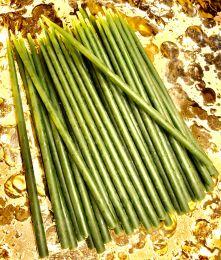 Зеленые свечи используют при проведении любых обрядов по восстановлению здоровья или как дополнение к другим цветам для закрепления достигнутого эффекта. Н