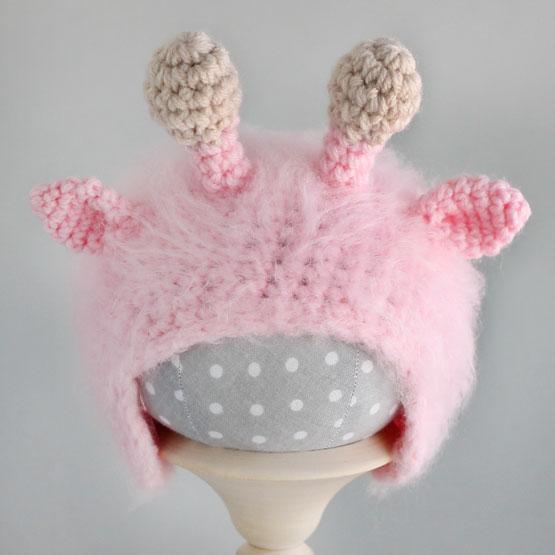 Вязаная шапочка для куклы Жирафик розовый