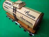 Упаковка для бутылки из дерева в виде вагона цистерны