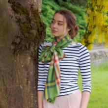 """шотландский тонкорунный легкий широкий палантин (шарф) Альба, 100% шерсть- тонкая нить мулине , расцветка -Элия Яблоко. """"ALBA SPRING STOLE ELIE APPLE """" плотность 2"""