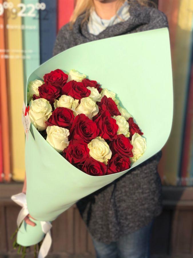 Букет из красно-белых роз 60см (ЭКВАДОР)