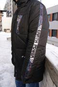 куртка со стильными лампасами на рукаве