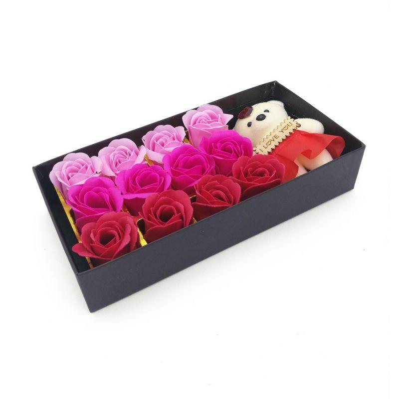 Мыльные розы 12 шт в коробке с мишкой (цвет красный микс)