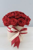 Белая Коробка с Красными Розами