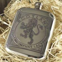 """Фляжка  из британского пьютера с закругленными углами """"Геральдический лев на Щите""""- 6oz Lion Rampant Flask."""