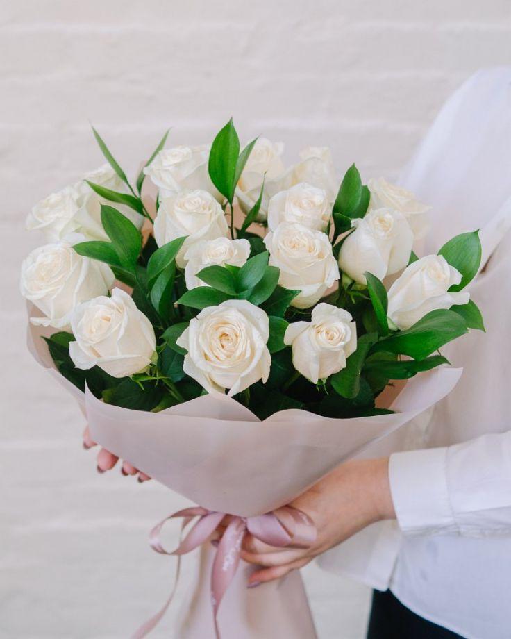 """Букет цветов из 17 роз """"Белоснежка"""""""