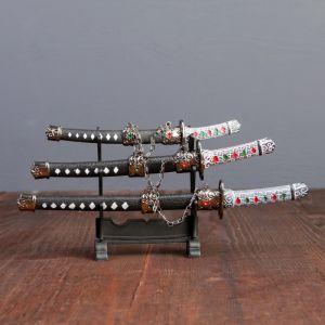 Сув. изделие катаны-мини 3в1 на подставке, ножны черные с белыми ромбами 16/20/24,5см 505100