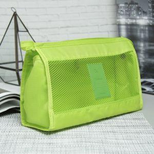 Косметичка треугольная, отдел с карманами на молнии, цвет зелёный