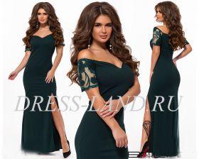 Зеленое вечернее платье с разрезом
