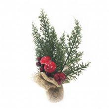 Новогодняя икебана Туя с миниатюрными грибочками и средними ярко-красными ягодами.
