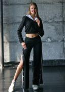 Модные черные штаны с разрезами по бокам