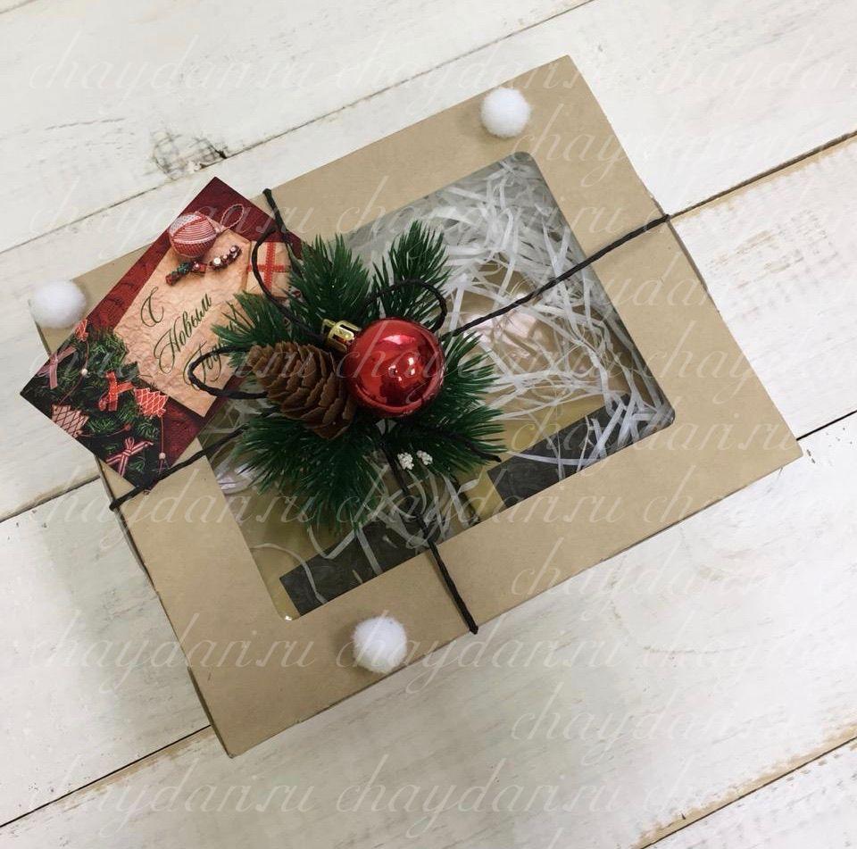 """Коробка с чаем и сладостями """"Пушистая ель"""""""