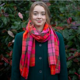 """шотландский тонкорунный легкий широкий палантин (шарф) Альба, 100% шерсть- тонкая нить мулине , тартан клана Бьюкенен (розовый вариант) . """"ALBA BUCHANAN ROSE EXTRA FINE MERINO STOLE"""" плотность 2"""