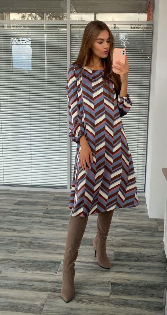 s2261 Платье-трапеция с геометричным принтом