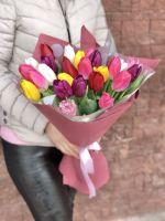 25 тюльпанов микс в красивой упаковке